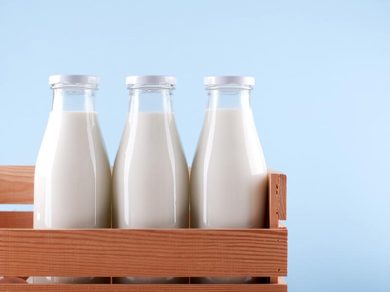 Botellas de leche. Los añadidos de la leche