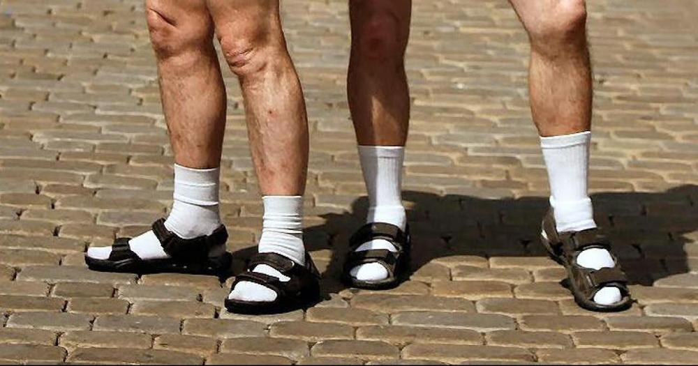 socks-and-sandals-chanclas-sandalias-calcetines