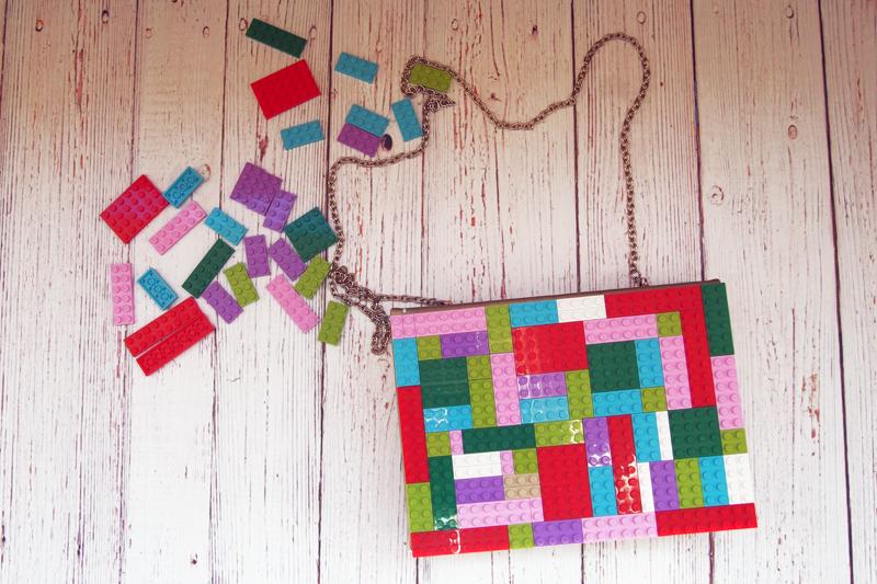 Bolso con piezas de lego