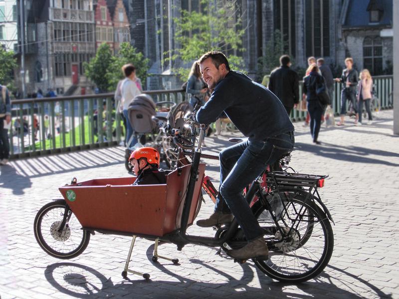 bicicleta con remolque delantero