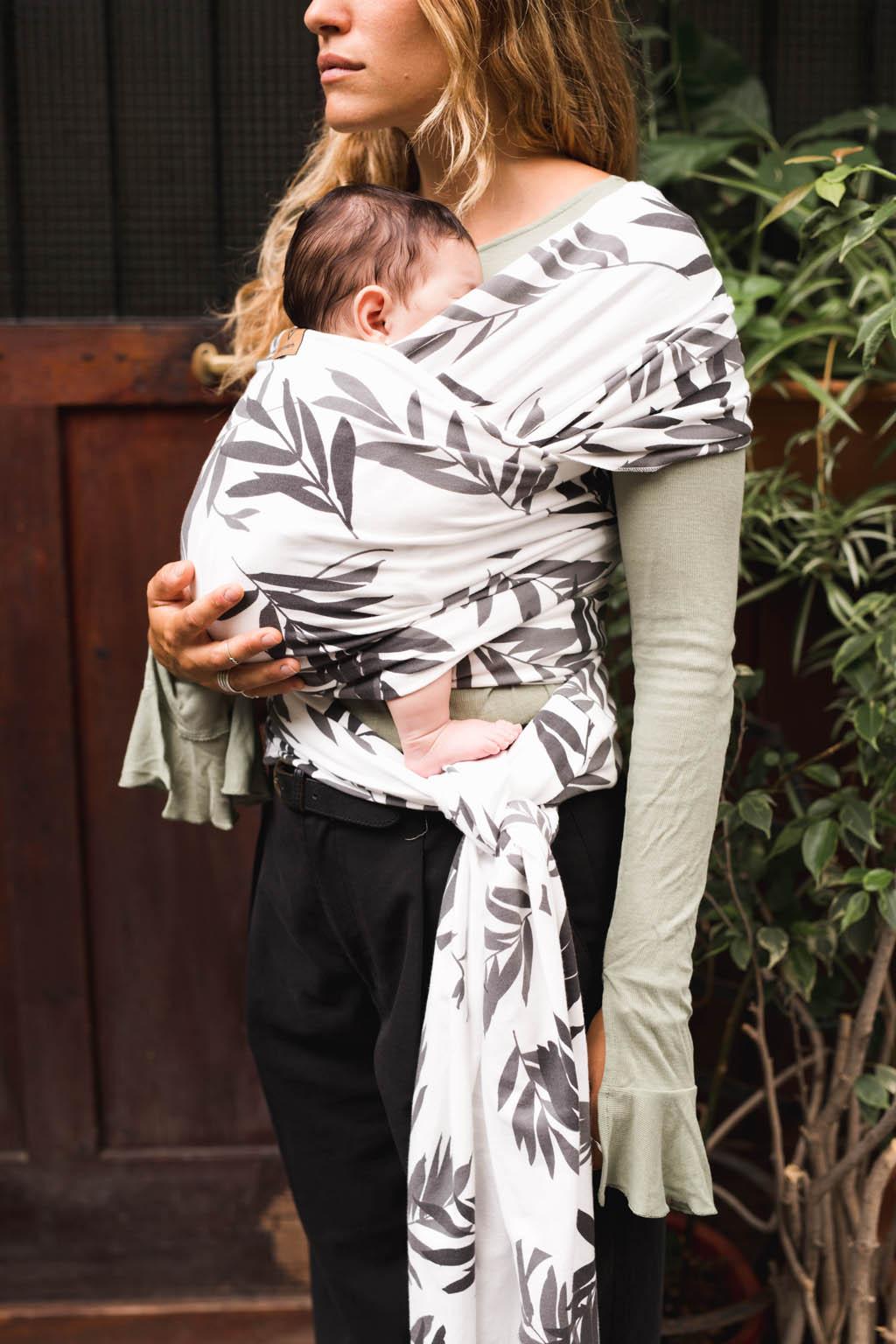 Baby on earth fular elastico portabebe hojas 2