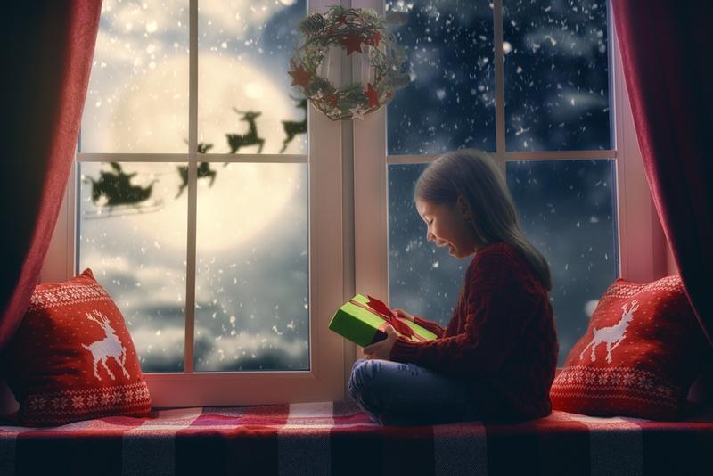 niña esperando la navidad