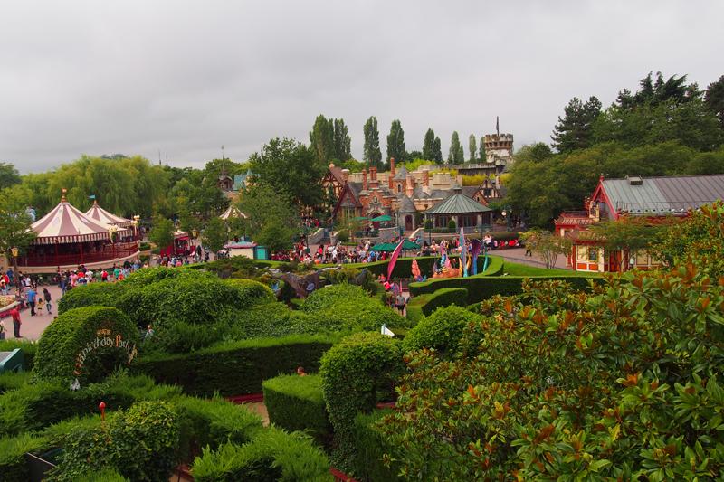 Vista Disneyland desde laberinto Alicia
