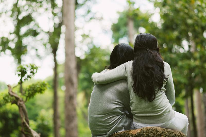 amigas abrazandose