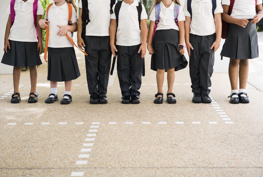 b8ba17bd13f89 Deberían llevar las niñas pantalones en el uniforme escolar