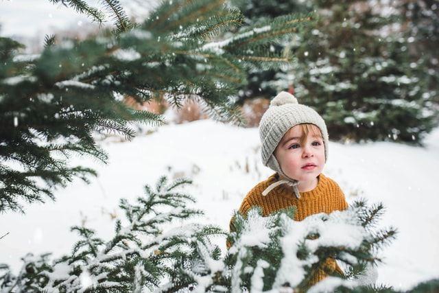 niño en la nieve